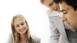 Femeile care ocupă posturi de conducere în întreprinderi câştigă cu 22% mai puţin, în medie, decât bărbaţii
