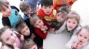 Copiii defavorizaţi pot primi mame sociale