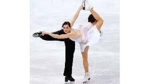 Tessa Virtue şi Scott Moir sunt primii canadieni medaliaţi cu aur în proba de dans pe gheaţă / FOTO: www.vancouver2010.com