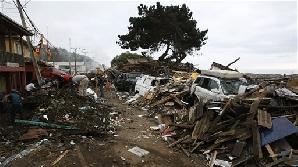 Apele împinse de valul seismic au pătruns câţiva kilometri pe uscat/ Foto: examiner.com