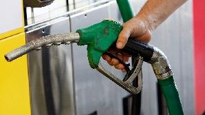 Preţul barilului de petrol aproape că s-a înjumătăţit/ Foto: gruprc.ro