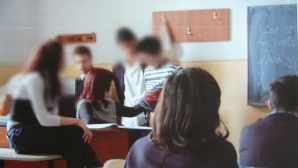 O profesoară din Buzău este acuzată că pipăie elevii la ore