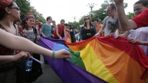 60 la sută dintre români nu ar accepta ca o persoană cu o altă orientare sexuală să le fie rudă