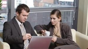 4% dintre angajaţi şi-ar pârâ colegii slab performanţi pentru a fi mai bine văzuţi sau promovaţi