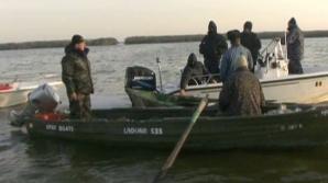 Braconierii au încercat să răstoarne barca poliţiştilor pentru a îi îneca