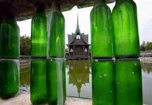 Templu din sticle de bere