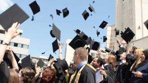 Peste 30% dintre românii care îşi caută de lucru în străinătate au studii superioare şi specializări în medicină, inginerie şi IT