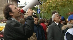 Românii din mai multe judeţe protestează