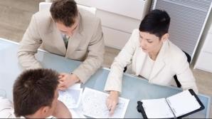 Doar una din zece firme recrutează tineri fără experienţă