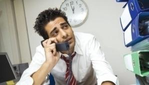 Angajaţii stau peste program din cauza unor şefi dezorganizaţi