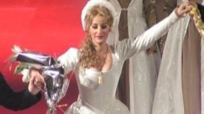 Soprana Roxana Briban a încercat mai întâi să-şi taie venele