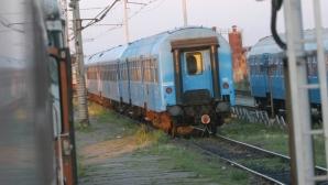 Un tren personal cu 50 de călători a deraiat în judeţul Bacău