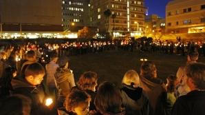 Oamenii din Tucson se roagă pentru victimele atacului / FOTO: AP