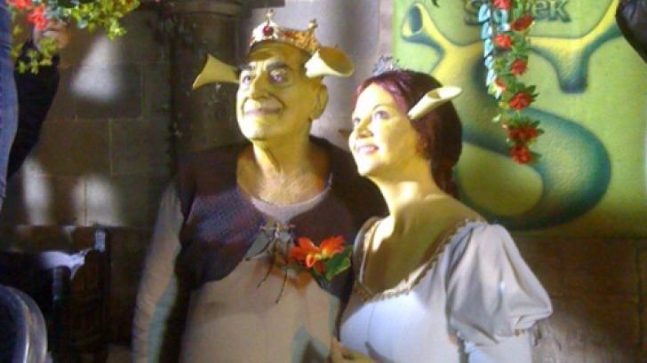 Viorel şi Oana Lis costumaţi în Shrek şi Fiona