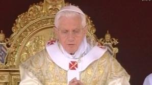 Papa Benedict al XVI-lea oficiază liturghia de Paşti la Vatican
