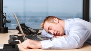S-ar putea să-i enervezi pe şefi şi dacă adormi la birou