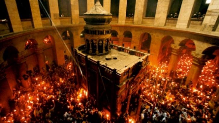 Lumina Sfântă de la Ierusalim s-a aprins asupra Sfântului Mormânt LIVE VIDEO