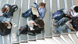 Aproape 25% dintre români consideră că facultatea influenţează destul de mult găsirea unui loc de muncă