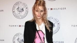 FHM şi-a cerut scuze pentru că şi-a bătut joc de modelul Andrej Pejic / Foto: nymag.com