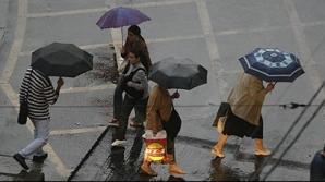 Vreme capricioasă, cu ploi, tunete, fulgere şi chiar grindină