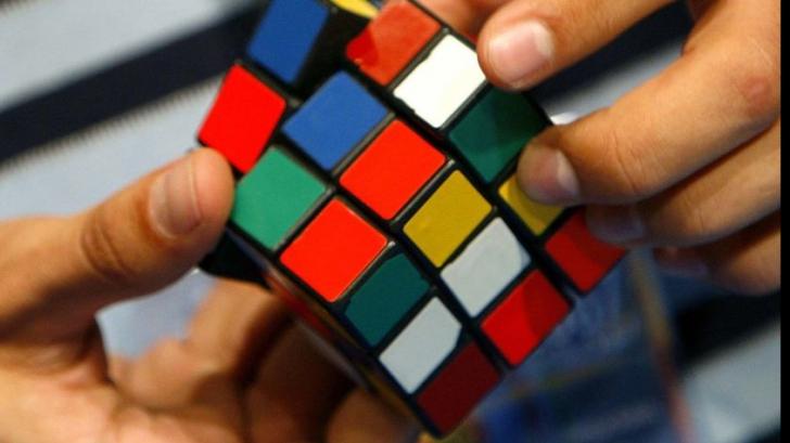 Cubul Rubik, o jucărie care nu se învecheşte