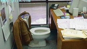 Unele firme au introdus un sistem de pontaj la WC