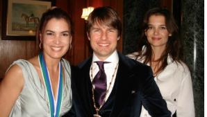 Alături de Tom Cruise şi Katie Holmes