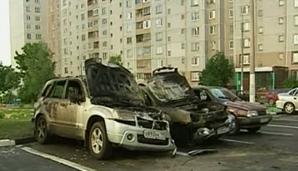 Doi moldoveni au incendiat două maşini de lux ale fostei şefe, ca să se răzbune