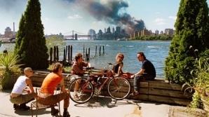 Ce se află în spatele celei mai controversate fotografii de la 11 septembrie 2001