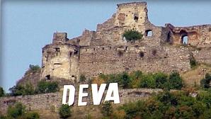 Primăria Deva a cheltuit 60.000 de lei pentru literele care compun numele oraşului.