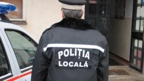 Doi poliţişti din Slatina, filmaţi în timp ce luau mită