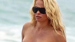 Pamela Anderson la 44 de ani