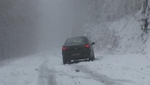 Turişti blocaţi în Semenic, din cauza zăpezii
