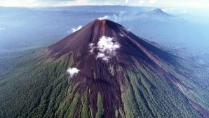 4 morţi, în urma erupţiei celui mai activ vulcan din Indonezia