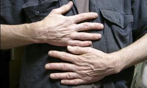 Bărbatul reţinut în cazul copilului găsit mort ar fi homosexual, spune primarul din Rodna