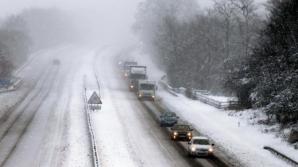 Şapte autocare au rămas blocate în zăpadă.
