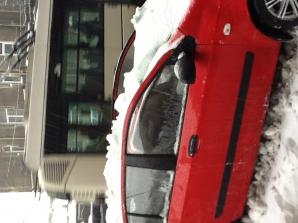 Cod portocaliu: Munţi de zăpadă viscolită şi accidente