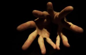 Unul dintre miturile despre sex spune că există o legătură între mâna unui bărbat şi organul său genital/ Foto: Flickr