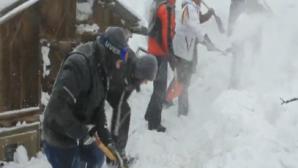 Zeci de oameni IZOLAŢI din cauza zăpezilor