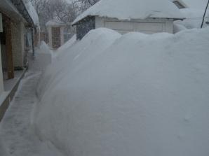 Cod portocaliu: Munţi de zăpadă viscolită şi la Vrancea