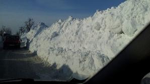 Drumuri blocate de zăpadă
