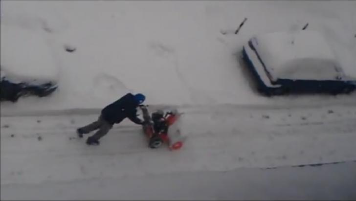 Omul care a pierdut lupta cu zăpada