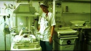 O farmacistă şi-a lăsat bebeluşul într-o scară de bloc şi apoi a anunţat poliţia că a găsit un copil