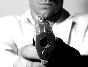 CRIMINALI ÎN UNIFORMĂ: Şi-au ucis cu sânge rece familiile şi colegii