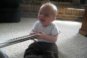 Brantley, bebeluşul încântat de aspirator