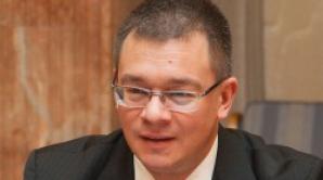 Mihai Răzvan Ungureanu: Lăsaţi intelectualii să facă politică