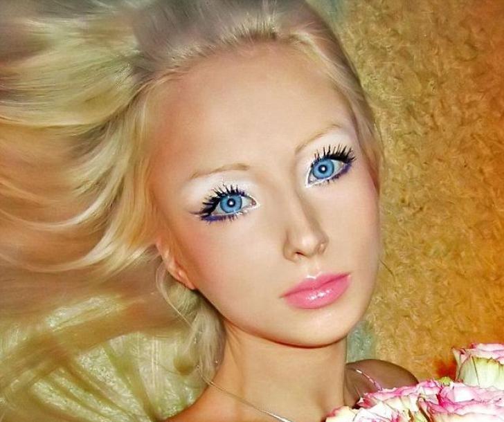 Femeia Barbie. Crezi că este reală sau photoshopată