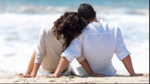 1 din 4 barbati face treaba asta când îşi ţine iubita în braţe