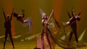 EUROVISION 2012: Reprezentanta Franţei a rămas în chiloţi pe scenă