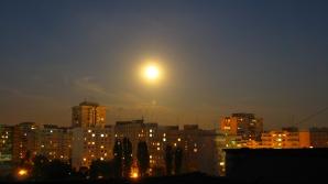 Superluna 2012, fotografiată de Radu în cartierul bucureştean Pantelimon